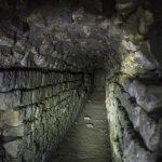 En Barcelona todavía se mantienen en uso tramos medievales y se conservan conducciones de época romana