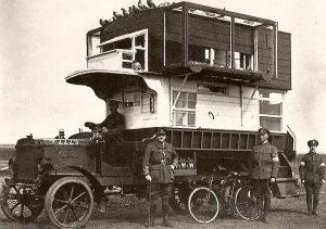 Bus tipo B de Londres, convertido en palomar en uso en el norte francés y en Bélgica, Primera Guerra Mundial