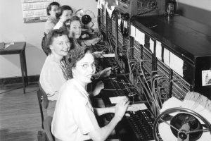 Historia de la Comunicación a larga distancia - Operadoras de telefonía