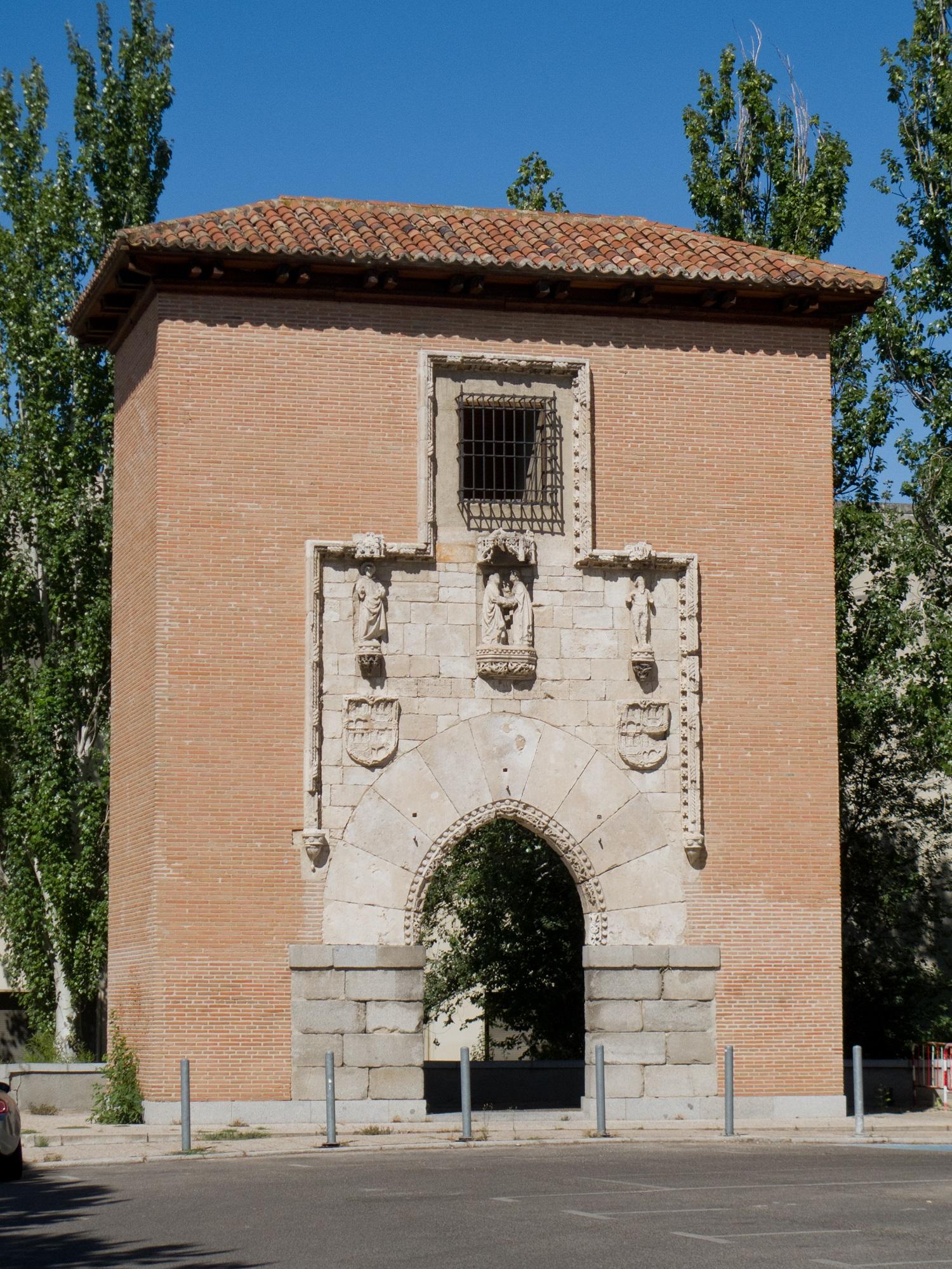 Portada gótico-mudéjar en la actualidad, en la Escuela Técnica