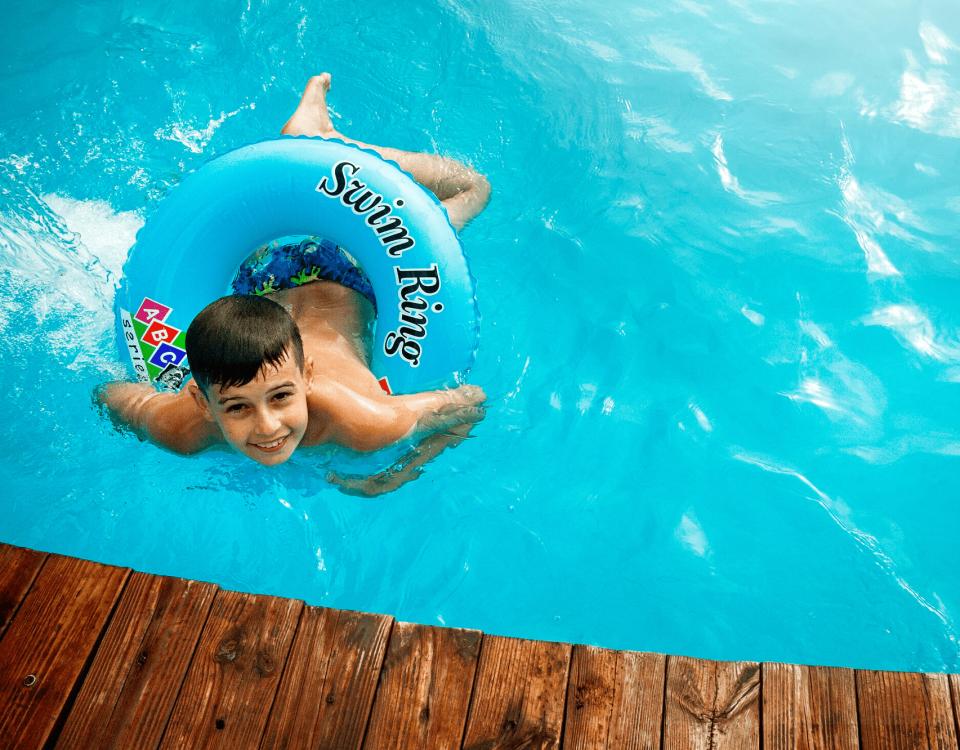 10 consejos para el mantenimiento de piscinas en verano - Avant Servicios